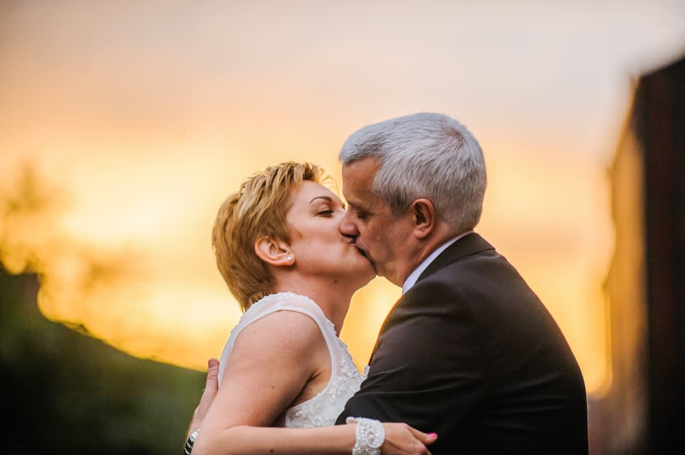Kisses at sunset, Chimney House, Sheffield wedding photographers