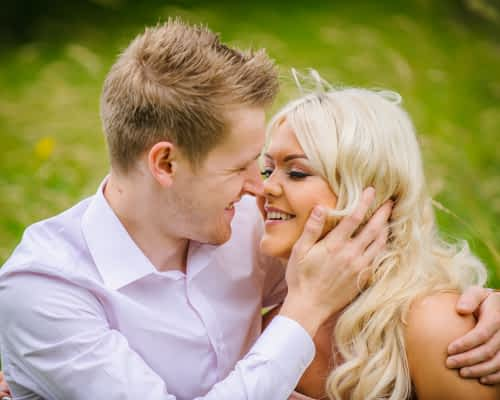 Intimate moment, pre-wedding photos, Sheffield Botanical Gardens